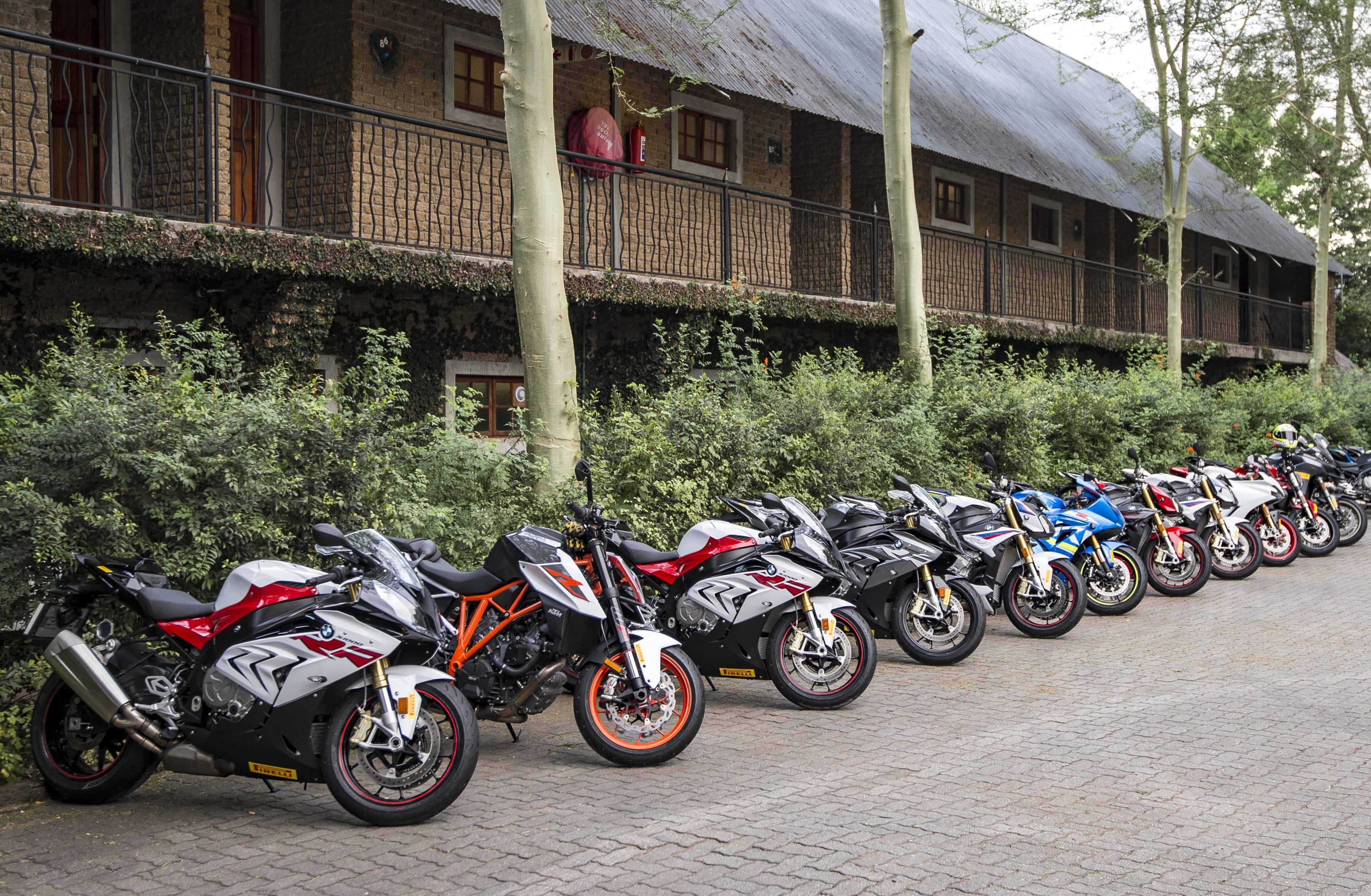 Auch beim Straßenteil der Präsentation dominierten leistungsstarke Sportmotorräder das Bild.